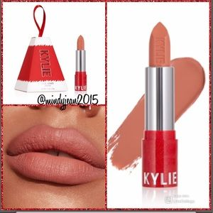 "Kylie Cosmetics ""coming to town"" matte lipstick 🎄"